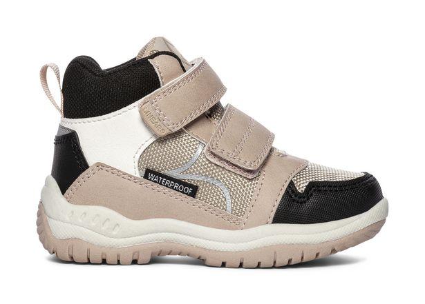 Sneakers för 449 kr