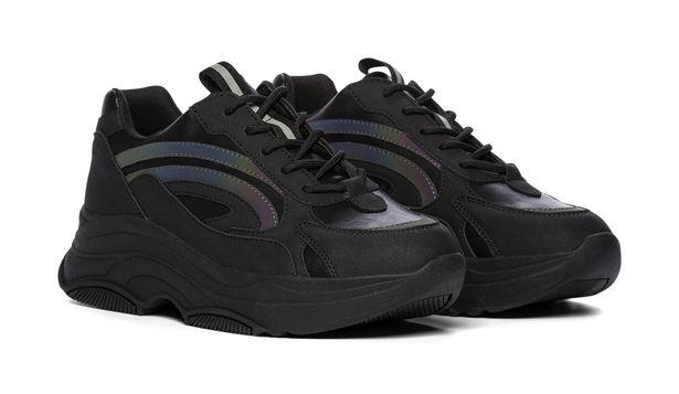 Sneakers för 499 kr