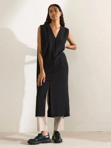 Ärmlös klänning med v-ringning för 399 kr