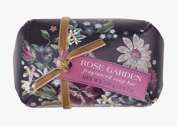 Rose Garden hårdtvål                      svart för 129,9 kr
